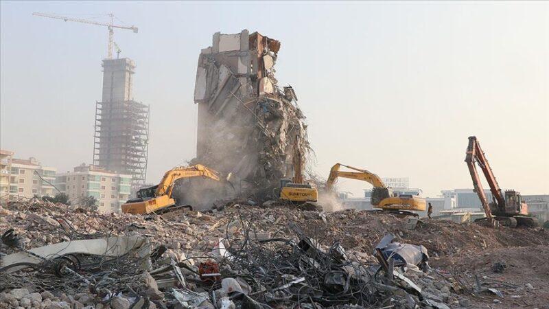İzmir'de depremin ardından acil yıkılacak 71 binadan 67'sinin yıkımı tamamlandı