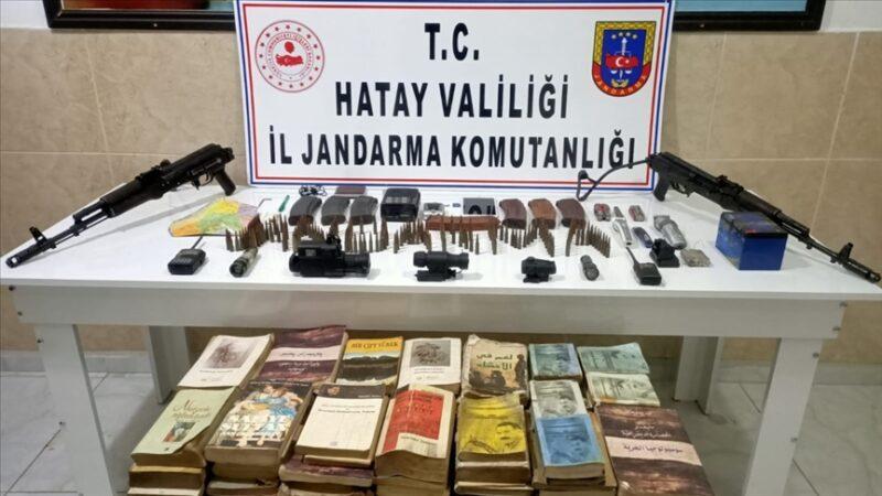 Amanoslar'da PKK'lılara ait silah ve yaşam malzemeleri ele geçirildi