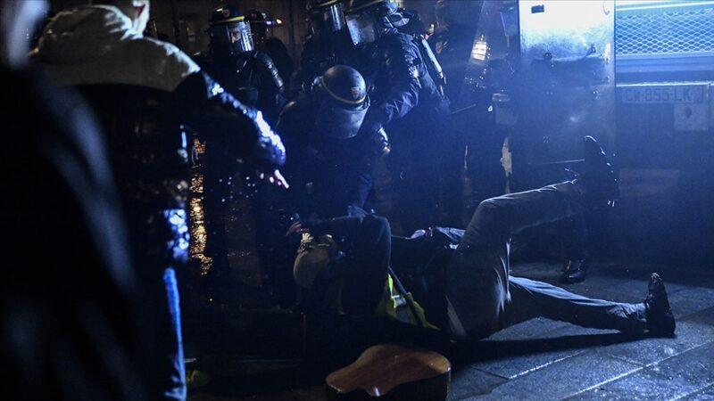 Fransa'da polislerden şiddet itirafı