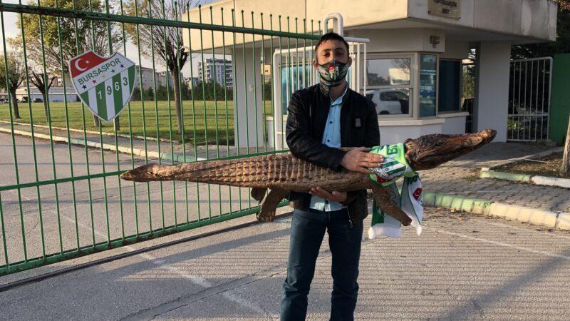 Bursaspor'a sürpriz ziyaretçi! Bakın ne getirmiş?