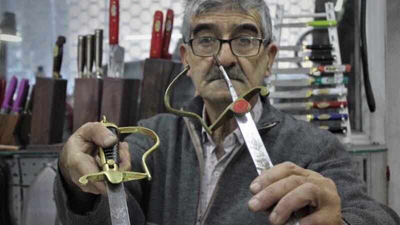 TSK'nın kılıçlarını Bursalı usta restore ediyor