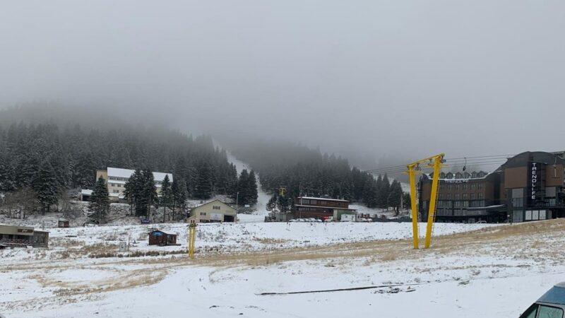 Uludağ'a beklenen kar düştü! İşte sıcak görüntüler…