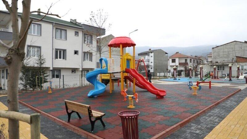Yeniceköy Mahallesinde çocuk oyun alanı ve koruluk alan hizmete girdi