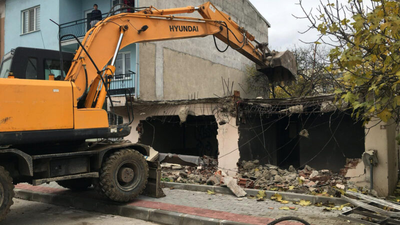 Metruk binalar tehlike olmaktan çıkıyor