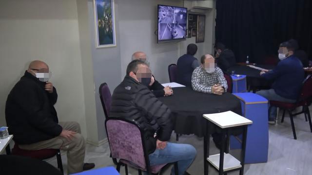 Yer: Bursa… Kahvehaneyi kumarhaneye çevirmişler