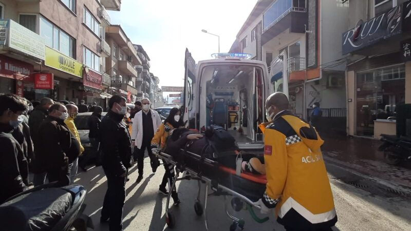 Bursa'da yolun karşısına geçmeye çalışan kadına kamyonet çarptı
