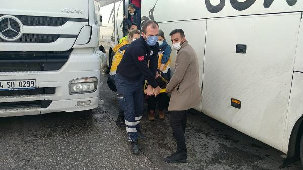 Bursa'ya gelen otobüs kaza yaptı