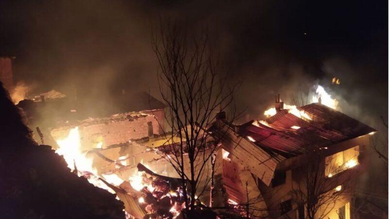Trabzon'da yangın! 6 ev kül oldu