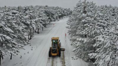 Bursa'da karla kesintisiz mücadele