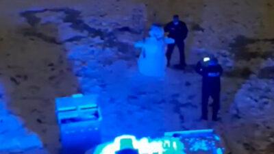 Bursa'da polislerin kardan adam ile fotoğraf çektirdiği anlara beğeni yağdı