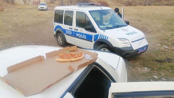 Çaldıkları arabada pizza yerken yakalandılar