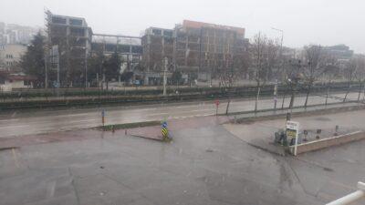 Bursa'da kar yağışı başladı! Gece şiddetini artıracak…
