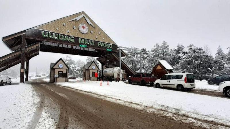 Kar geldi, Uludağ'a akın başladı