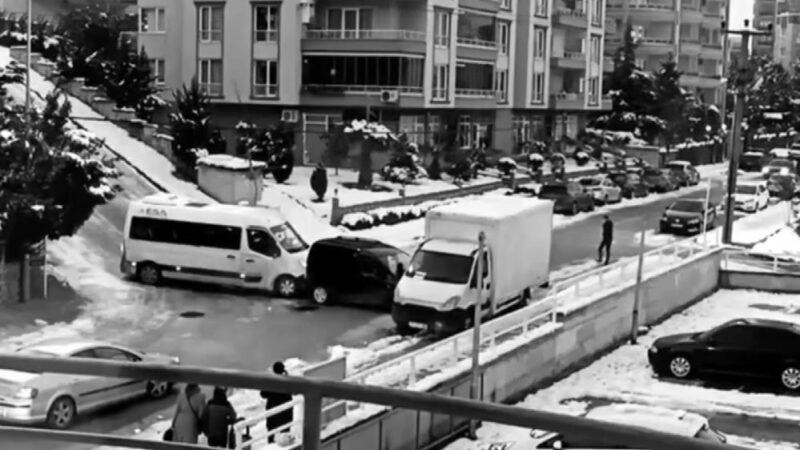 Bursa'da buz tutan yolda kaza! O anlar kamerada