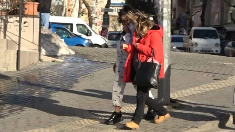 Bursa'da şiddetli lodos vatandaşlara zor anlar yaşattı