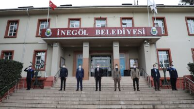 İnegöl Belediyesi'nde yeni hafta İstiklal Marşı ile başladı
