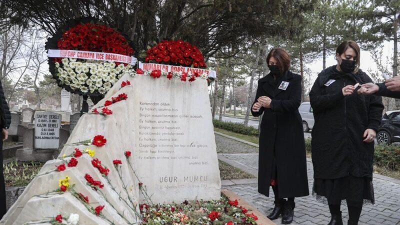 Gazeteci Uğur Mumcu suikastın 28. yılında kabri başında anıldı