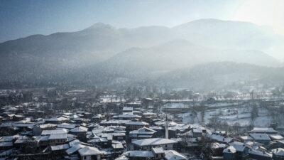 Bursa'nın yedi asırlık 'Osmanlı köyü'nde kar güzelliği