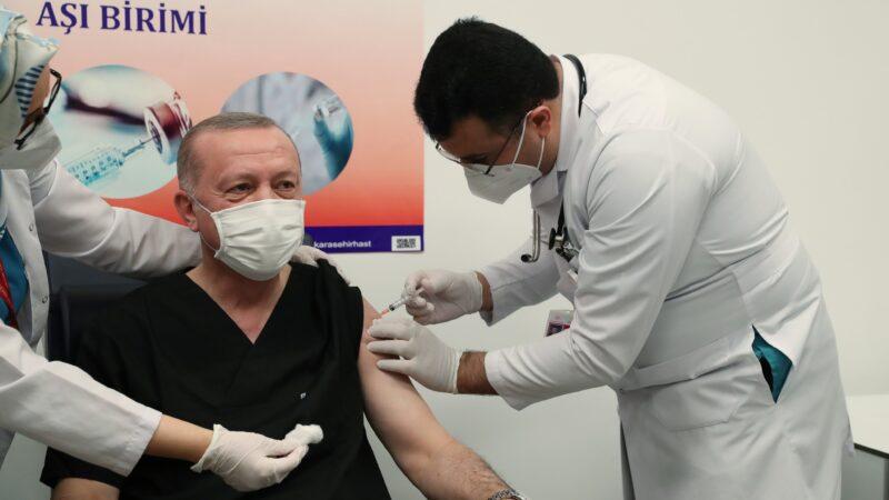 Cumhurbaşkanı Erdoğan virüs aşısını yaptırdı