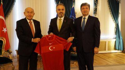 TFF Başkanı Nihat Özdemir ve Yönetim Kurulu Üyesi Mustafa Çağlar Bursa'da ziyaretlerde bulundu…