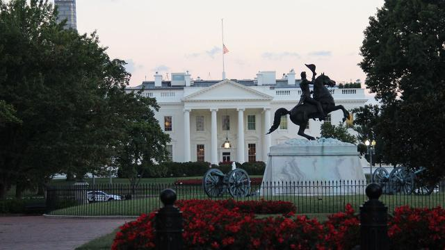 Beyaz Saray'da peş peşe istifalar