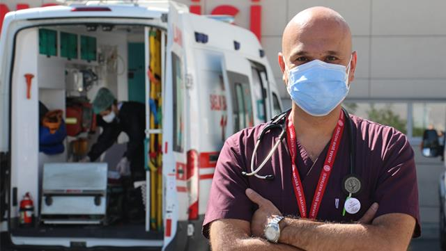 Mutasyonlu virüs artık Türkiye'de! Bilim Kurulu Üyesi, özellikle bir yaş grubunu uyardı