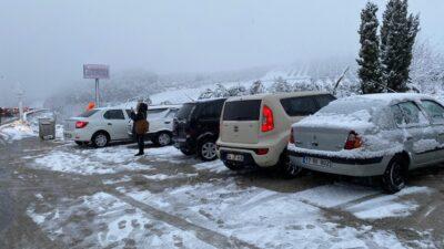 Bursa'da karda araçlar mahsur kaldı