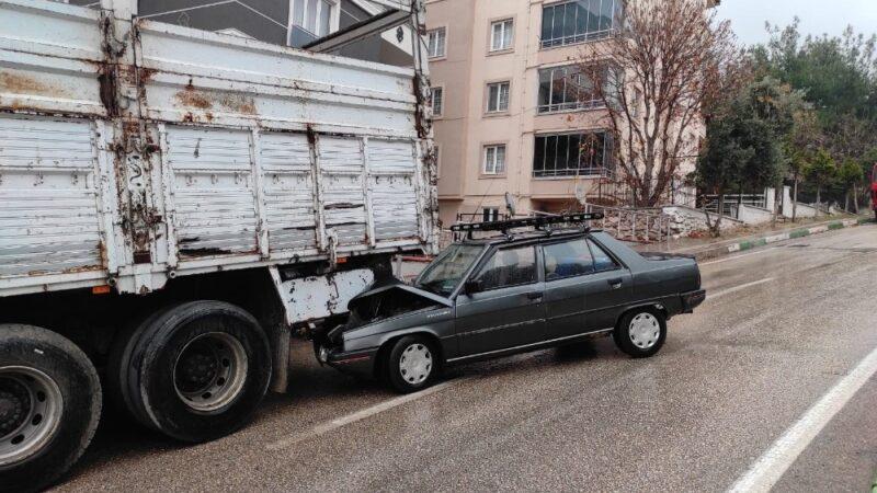 Bursa'da kayganlaşan yolda iki ayrı kaza