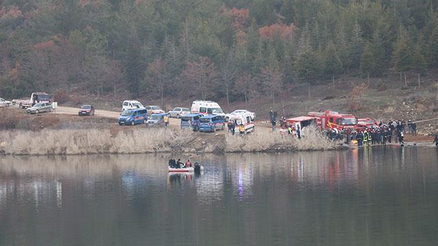 Gölete düşen araçtaki 2 kişinin cesedi bulundu