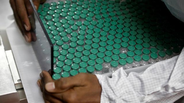 Hindistan'da 2 aşıya acil kullanım izni verildi