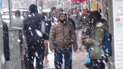İnegöl'de kar yağışı etkili oldu