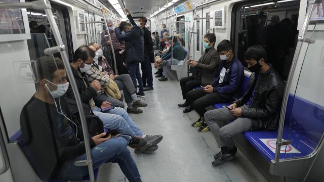 İran'da 97 kişi daha koronavirüsten öldü