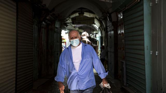 İsrail'de son 24 saatte 8 bin 667 yeni vaka