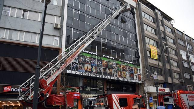 Apart otelde yangın