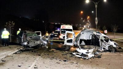 Otomobil ile su yüklü araç! Feci kazada çok sayıda ölü ve yaralı…