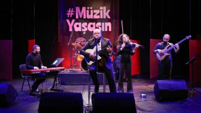 Bursa'da koronavirüs salgınından etkilenen 115 müzisyene anlamlı destek