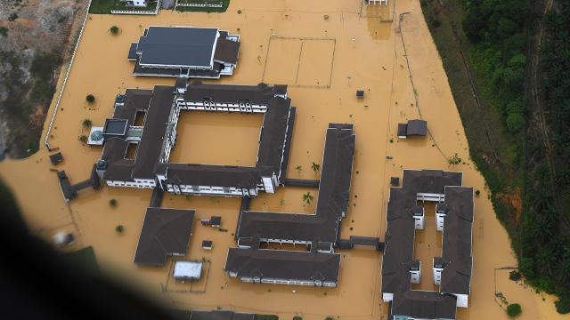 Sel baskınları nedeniyle 21 bin kişi tahliye edildi