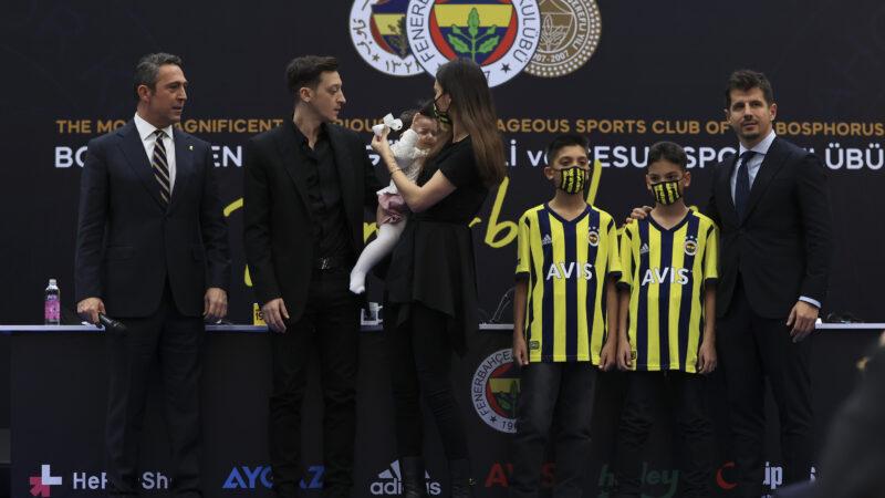 Mesut Özil Fenerbahçe'ye imza attı…