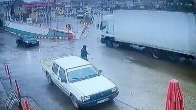 Bursa'da feci kaza! TIR akaryakıt istasyonuna daldı… O anlar kamerada
