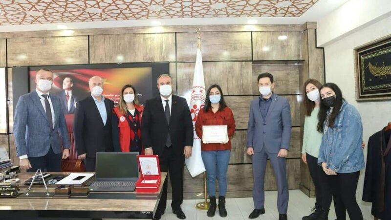 Bursalı öğrenci 'Bir Şiir' okudu; Türkiye birincisi oldu…