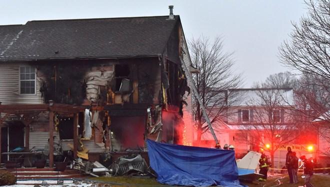 Evin üzerine uçak düştü: 3 ölü