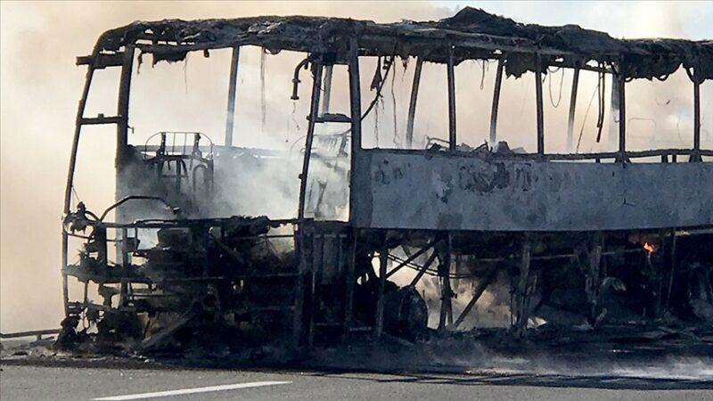 Yolcu otobüsüyle kamyon çarpıştı: 53 ölü, 29 yaralı