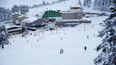 Uludağ'da yoğun kar yağışı! Pistler tatilcilere kaldı