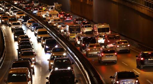 Bursa'da sokağa çıkma kısıtlaması öncesi trafikte yoğunluk yaşandı