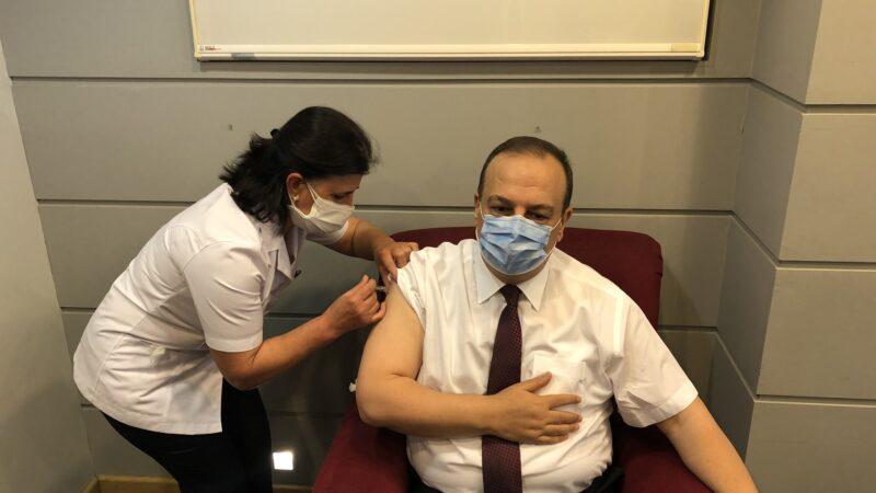 Bursa Valisi Canbolat korona aşısının 2. dozunu da yaptırdı…
