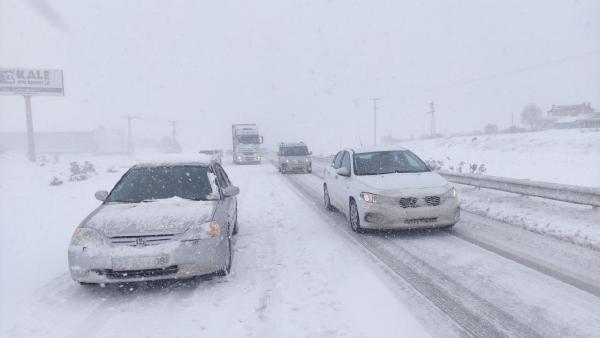 Bursa-İstanbul karayolunda tipi etkili oluyor! Ulaşım kısa süreli kapandı