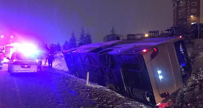 Ticari taksi ile çarpışan otobüs devrildi: Ölü ve yaralılar var