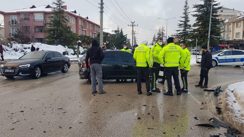 Bursa'da kavşakta kaza
