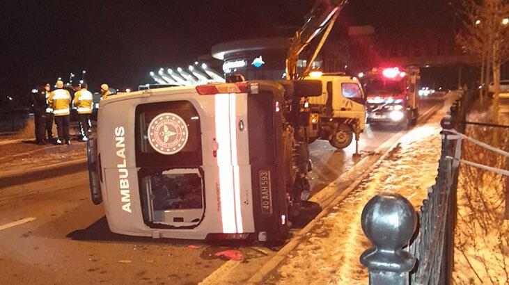 Son dakika! Ambulans kaza yaptı…