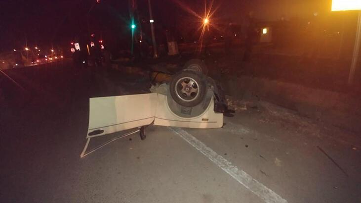 Feci kaza! Otomobil ikiye bölündü